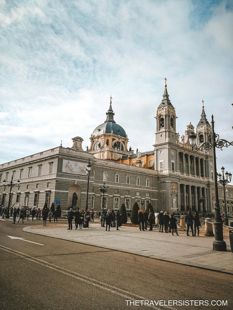 Catedral de Santa Maria a Real de Almudena locais a visitar em madrid
